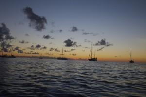 Après le port du Marin, nous sommes à l'ancre à Sainte Anne pour profiter du coucher du soleil
