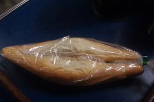 Voilà deux pains normaux, comme ils sont vendus ici... La qualité est, heu, franchement variable