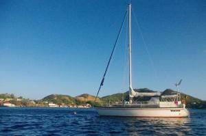 Notre fier destrier des mers, dans l'archipel des Saintes
