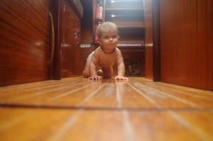 Sans oublier qu'elle grandit, qu'elle devient progressivement autonome. En bateau, cela correspond à une période de vigilance fortement accrue...