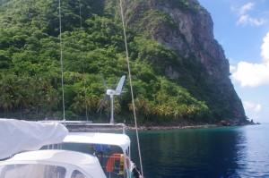 Nous sommes à une bonne cinquantaine de mètres du pied du grand piton. Il n'y a personne d'autre excepté deux ou trois pêcheurs de passage.