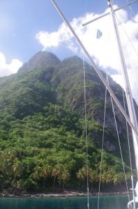 La grande aiguille volcanique nous surplombe de ses 770 mètres de haut.