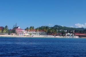 La mer des Caraïbes, ce ne sont pas des coins paradisiaques perdues. Certains coins sont ultra touristiques et équipés en conséquences.  Ce n'est pas ce qu'on préfère, loin de là. Mais, parfois, pour pouvoir réparer une pièce du bateau ou autre, on n'a pas d'autre choix que de se rendre dans un coin très fréquenté, car le plus souvent, il est aussi très pourvu en services en tout genre.